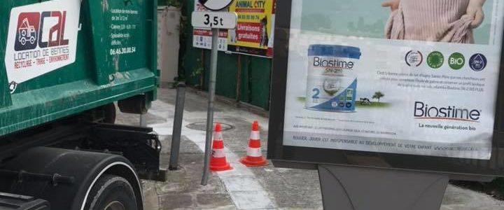 location benne nice fabron pour evacuer gravat panneau publicitaire